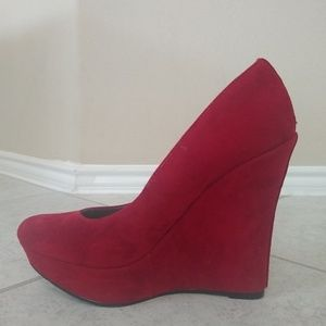 Michael Antonio Red Suede platform wedge size 9